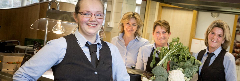 Facilicom Facility Management medewerkers in bedrijfskleding