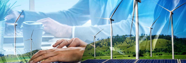 Op deze afbeeldinglopen beelden door elkaar van windmolens met bergen op de achtergrond, handen en een (duurzame) koffiebeker